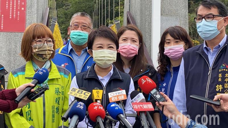 台中市長盧秀燕今天被問及部份縣市發出「禁桃令」看法時說,台中市不但沒有「禁桃」,還有「助桃」。記者趙容萱/攝影