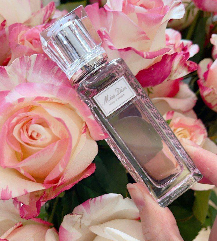 Dior迪奧「漫舞玫瑰親吻淡香水」隨身滾珠瓶輕盈上市20ml/1,650元。記者...