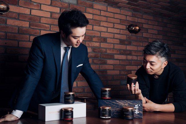 侍酒師的李尚恭(左)與米其林一星餐廳MUME主廚林泉(右)合作,近日推出三款精選...