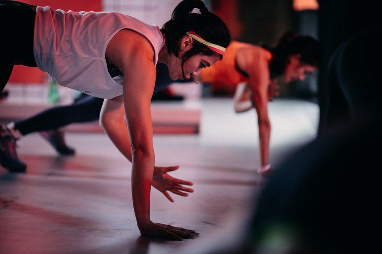 YYSPORTS打造女性專屬課程,由零開始進入路跑及肌力訓練,加入訓練營就送台新...
