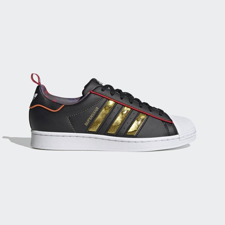 adidas Originals牛年系列Superstar鞋3,890元。圖/a...