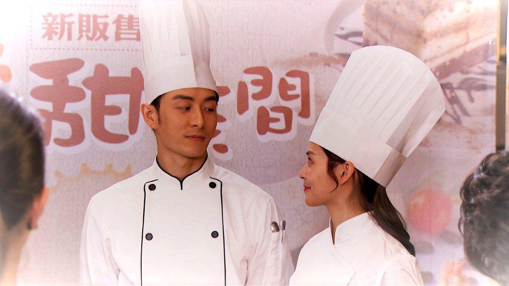 管麟(左)化身溫暖甜點師。圖/三立提供
