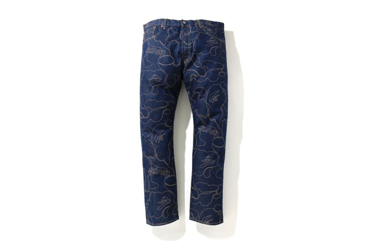 LEVI'S與BAPE聯名系列501 '93迷彩牛仔褲6,799元。圖/I.T提...