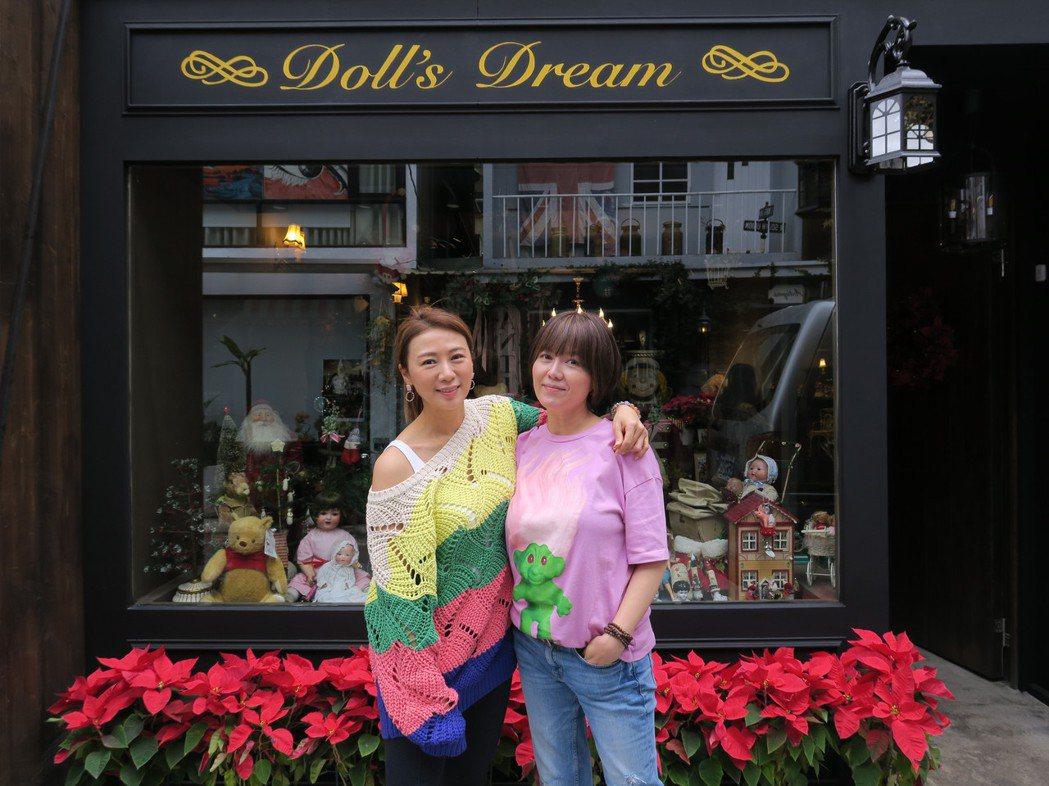 連靜雯(左)突擊苗可麗的夢想娃娃屋,正式斜槓當起YouTuber。圖/楠軒工作室...