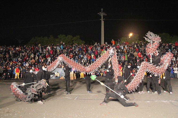 苗栗(火旁)龍系列活動已連辦20多年,每年在河濱公園舉辦的(火旁)龍之夜都吸引上...