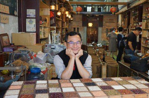 永豐米糧行老闆黃裕釗,開店推廣本地優質雜糧。 圖/于國華提供