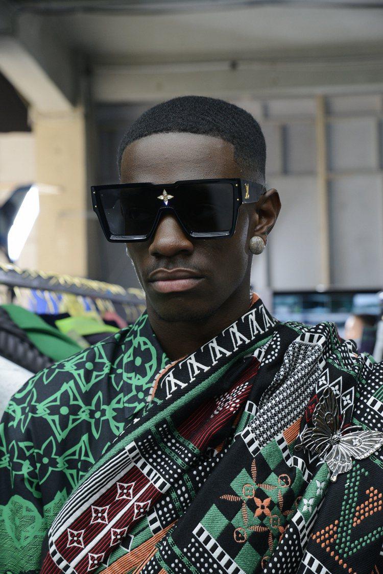 各式各樣的綠色印花,靈感來自迦納Kente服裝彩布。圖/LV提供