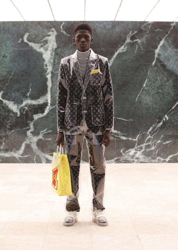 鏡面材質、環保面料的未來感,是2021秋冬男裝的趣味表現。圖/LV提供