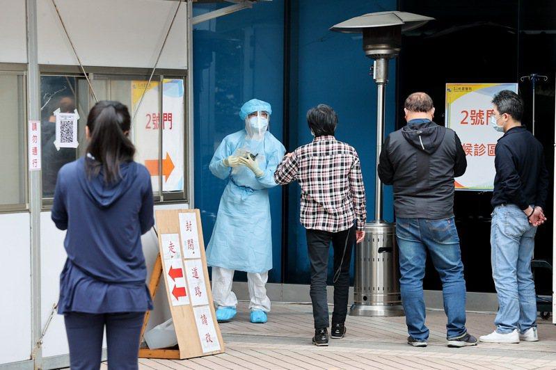 部立桃醫住院患者與家人也是染疫高風險族群,考驗指揮中心這波擴大採檢、清空回溯的防堵能力。 記者余承翰/攝影 余承翰