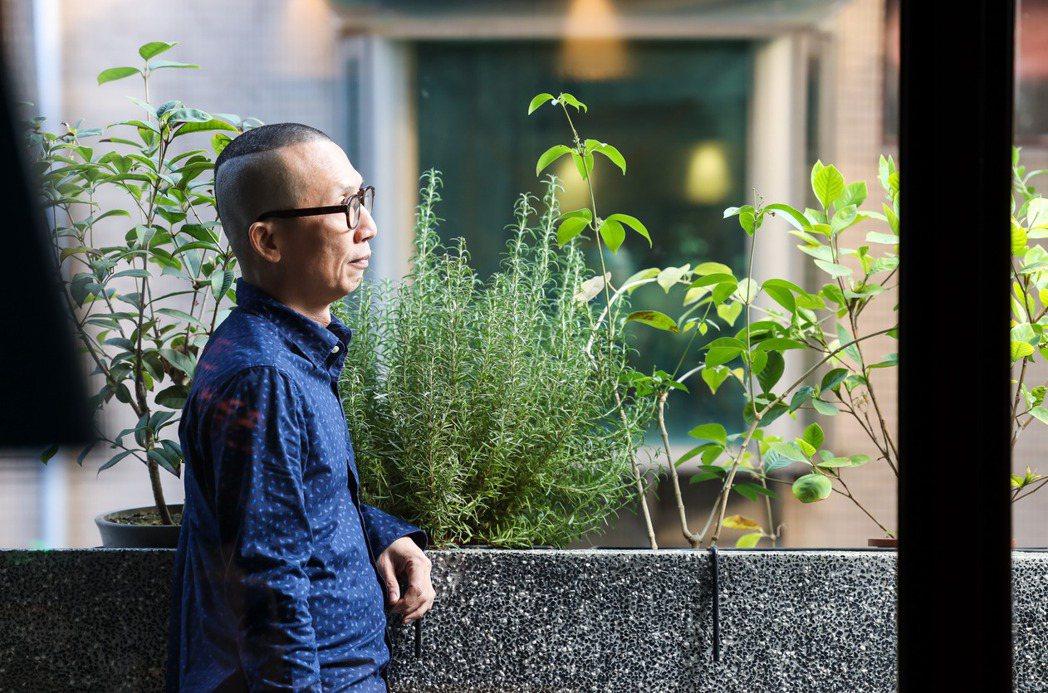 從紐約回來,一直到準備出書這一年,黃俊隆走到心裡理想的狀態。 圖/吳致碩攝影