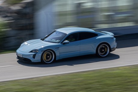 電動車為何比燃油車來的快上許多?其實一點也不複雜!