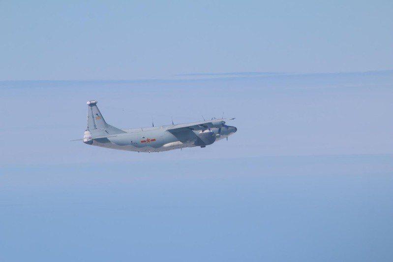 共軍1架運8反潛機、8架轟6K及4架殲16侵擾我西南防空識別區(ADIZ),是今年至今最大規模擾台。 圖/國防部