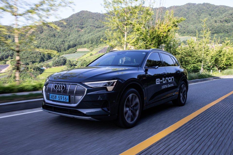 Audi e-tron純電休旅在韓國售價117,000,000萬韓元起,由於超過...