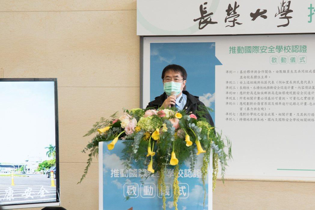 台南市長黃偉哲蒞臨致詞,他指出,樂見校方積極學習台南市金華里的成功經驗,持續推動...