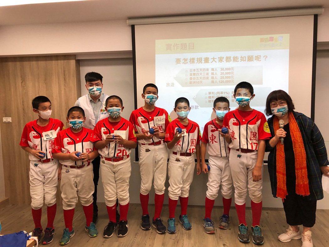 2021富邦盃台灣12強少棒大賽今年除了比賽賽程外,還特別安排「理財教室」,幫助