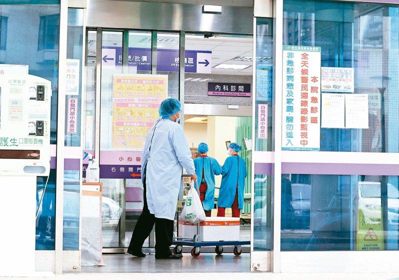 部立桃園醫院新冠院內群聚首見住院患者及家屬染疫。記者余承翰/攝影