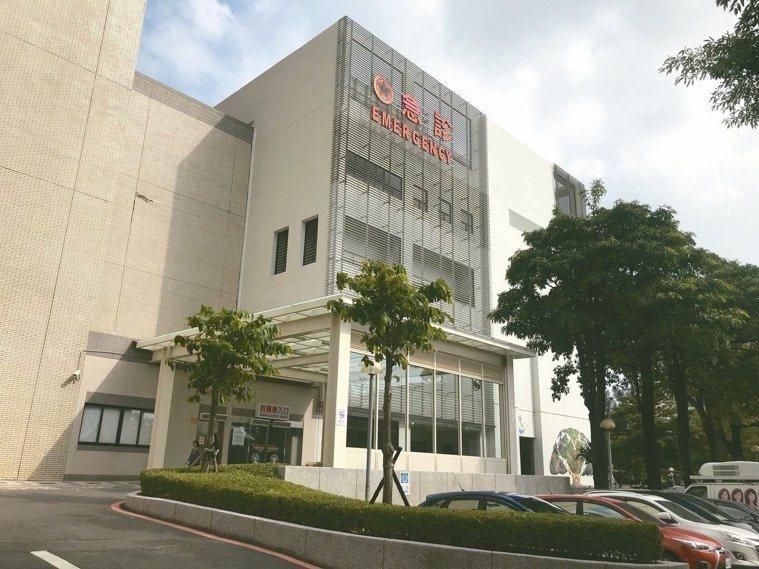 台南市政府宣布從本月25日開始,民眾只要到轄內各醫療院所,都必須在門口出示健保卡並過卡才可進入。圖/本報資料照片