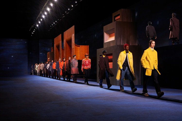 DIOR發表2021秋冬男裝系列,大秀場景中的音箱靈感源於Peter Doig的...