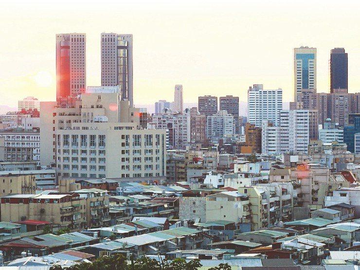 房仲業者發現,只要台北市房價稍微下修,人口又會回流台北市,房價因此一直保持在高檔。圖/聯合報系資料照片