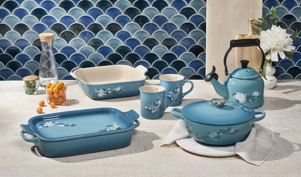 LE CREUSET新推出「雙魚戲荷系列限定新作」鍋具及瓷器,設計構想來自於代表...