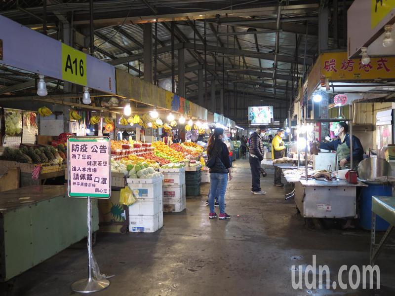 案882到過桃園仲平黃昏市場,不少攤商都傻眼。記者張裕珍/攝影