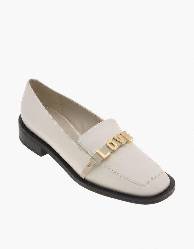 Charles & Keith Love You方頭樂福鞋1,690元。...