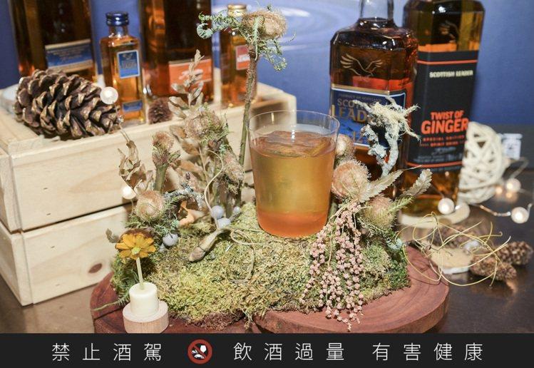 第二名作品「拂茵」是由Closet Restaurant Bar的調酒師游惠君所...