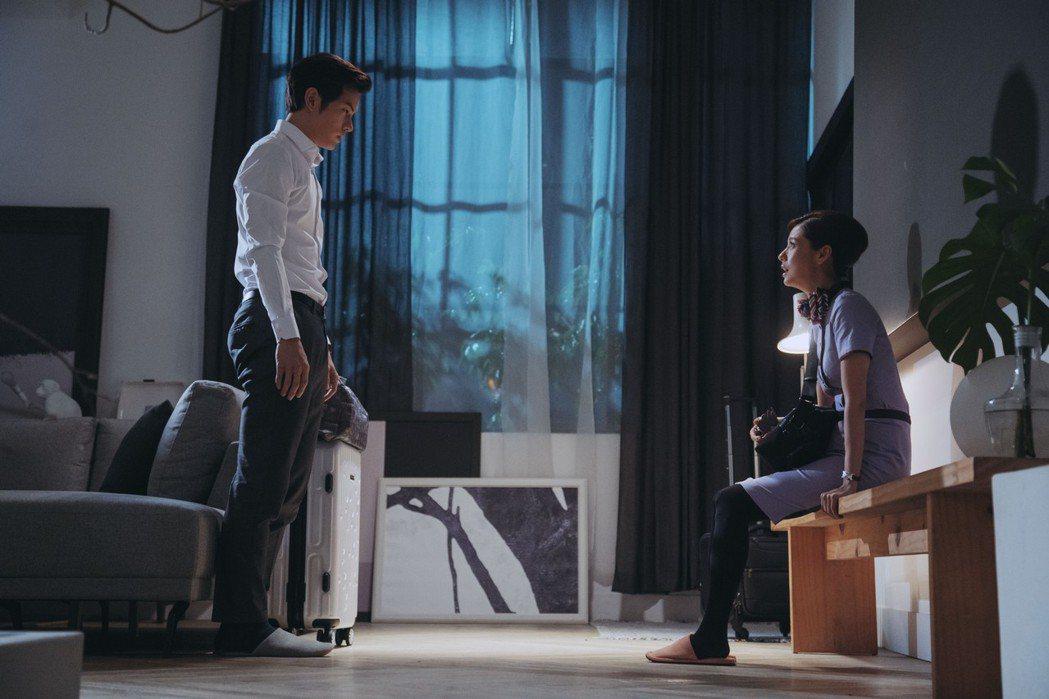 宥勝(左)在「戒指流浪記」中跟林予晞求婚。圖/HBO Asia提供