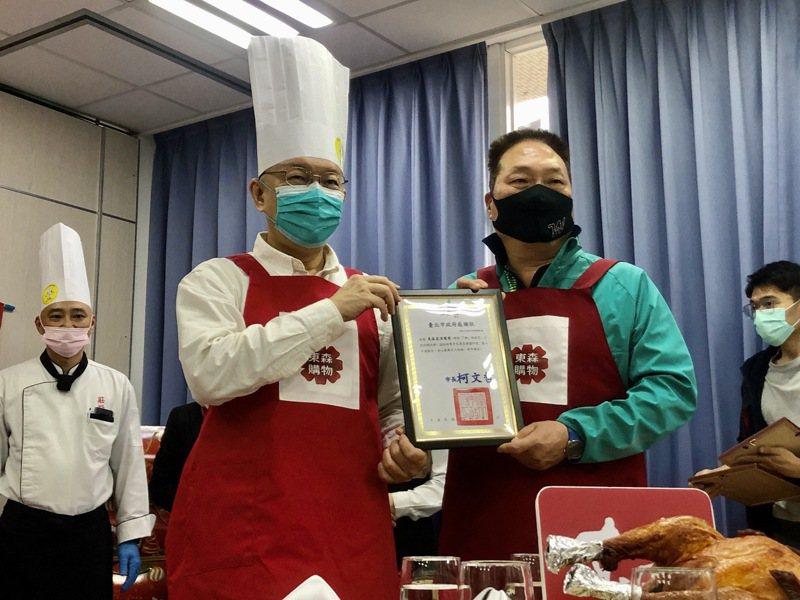 台北市長柯文哲和東森集團總裁王令麟交情甚好。記者鍾維軒/攝影