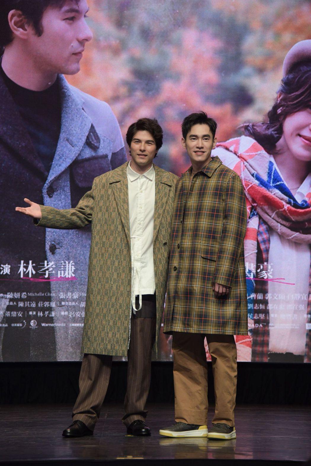 鳳小岳(左)、張書豪(右)合體現身「跟你老婆去旅行」預告首播活動,片中有段逗趣打...