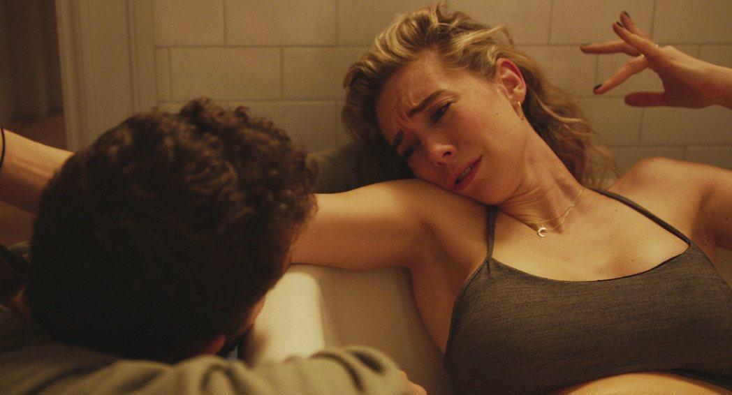 凡妮莎柯比(左)在「女人碎片」20多分鐘的生產情節演技精湛,已獲去年威尼斯影展最...