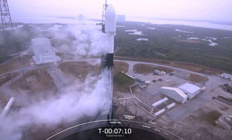 我國兩顆國產立方衛星「飛鼠」、「玉山」最快22時40分發射。圖/取自SpaceX YouTube頻道