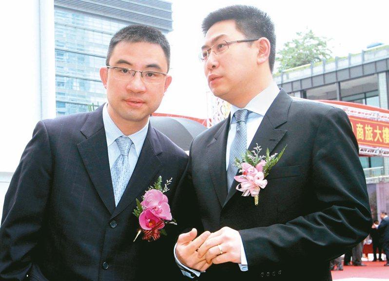 寒舍第三代蔡伯府(左)以及蔡伯翰兄弟。本報資料照片