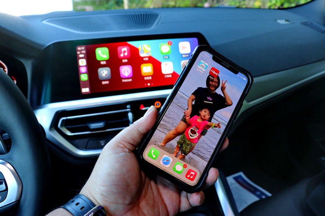 無線Apple CarPlay與Android Auto連結。 記者陳威任/攝影