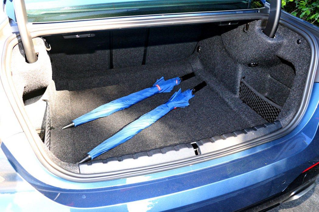 行李廂擁有440公升的基本容量。 記者陳威任/攝影