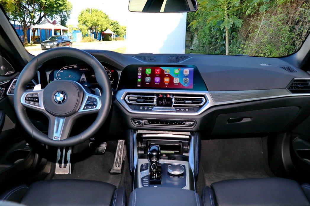 內裝則延續BMW新世代車款的特色。 記者陳威任/攝影