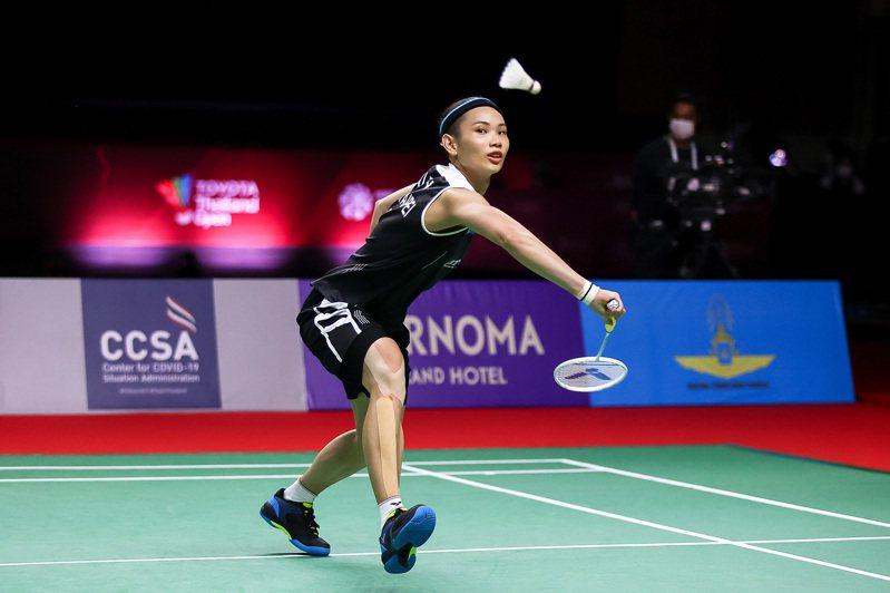 戴資穎昨天在泰國羽球公開賽第二站四強賽與地主一姊依瑟儂進行生涯第28度對決,其中在決勝局比數19:20落後時與對手41拍僵持,賽後獲BWF官方評選為單日最佳好球。 中央社