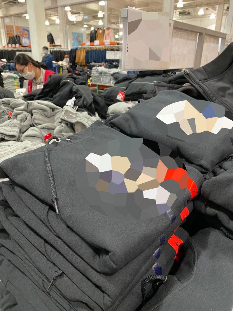 近日好市多一款超Q帽T引發網友討論。 圖擷自「Costco好市多 商品經驗老實說」臉書社團