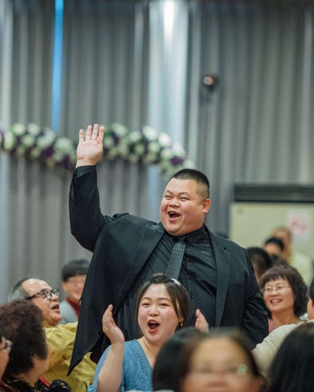 大蛇丸開心姊姊出嫁。 圖/擷自大蛇丸IG