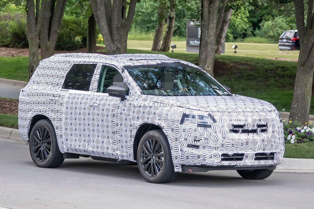 Nissan Pathfinder偽裝車。 摘自Carscoops