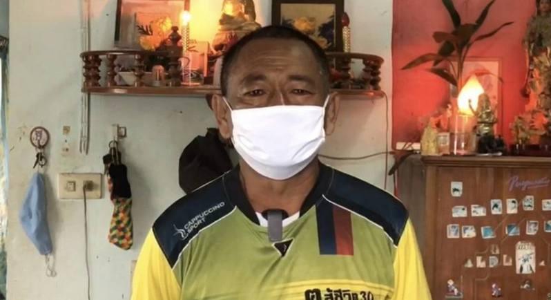 受疫情影響,泰國長途巴士司機塔威失業近1年,近日欲賣眼賺錢,以支付家庭開支。圖擷自the phuket news