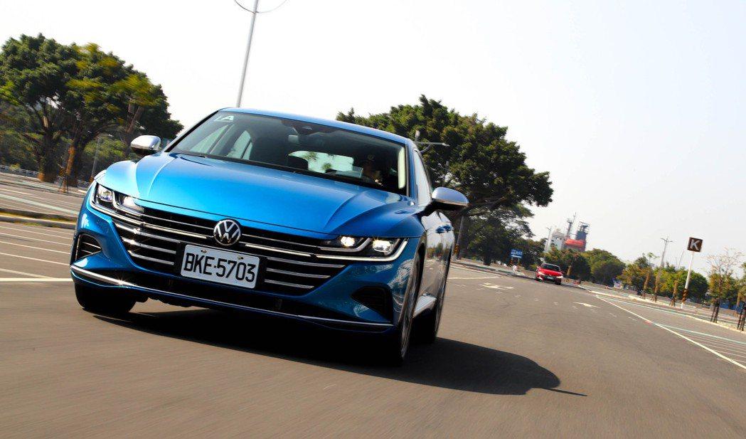 Volkswagen Arteon車頭造型的辨識度相當高。 記者張振群/攝影