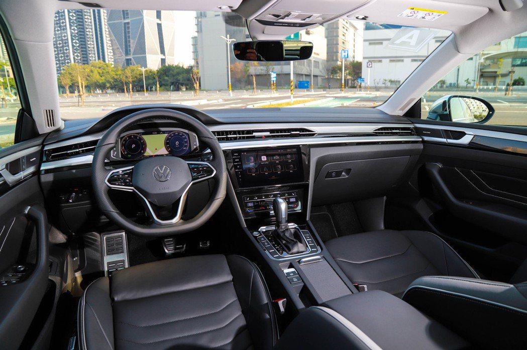 Volkswagen Arteon全車系標配10.25吋全數位儀表與9.2吋多媒...