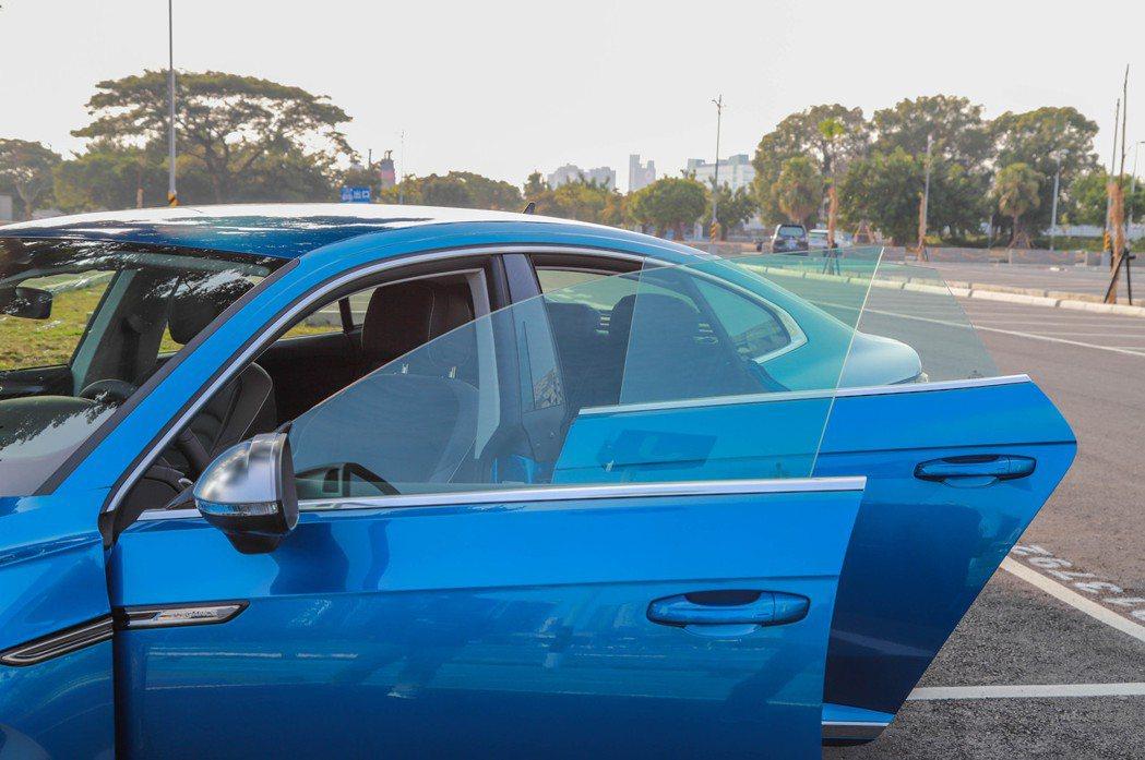 Volkswagen Arteon採用了無窗框設計。 記者張振群/攝影
