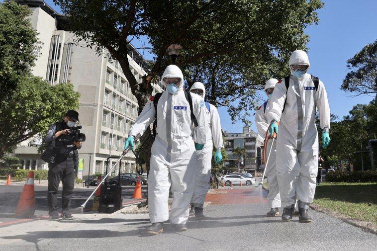 部桃疫情升溫,專家表示,已看到環境媒介傳播的威力,當指標個案身上的病毒被帶進清潔...