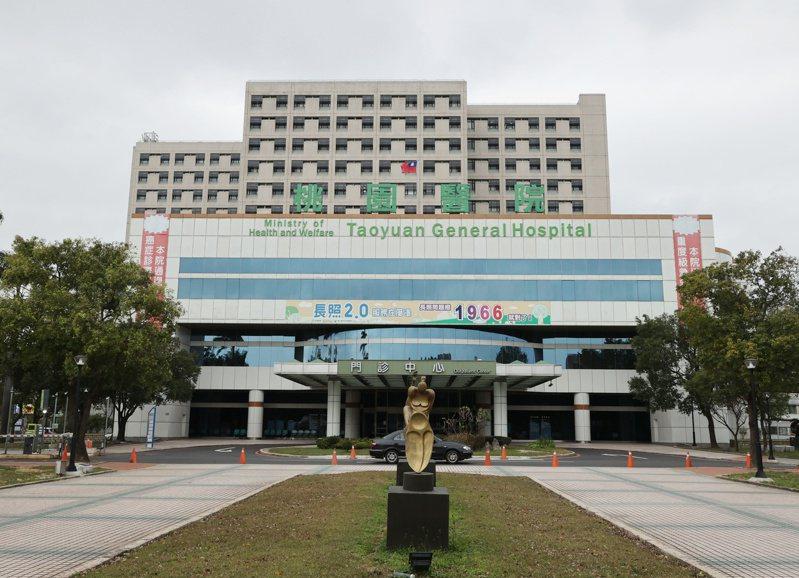 部立桃園醫院發生新冠肺炎疫情,指揮中心今天宣布新增2起本土病例,其中案889曾於12樓病房住院。記者曾原信/攝影