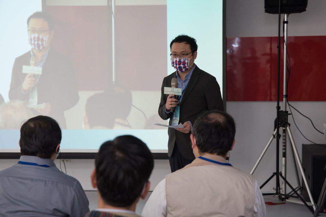 長榮大學IF論壇第二場,由該校安科院職安系莊啓佑博士為引言人。 黃啟銘/攝影。