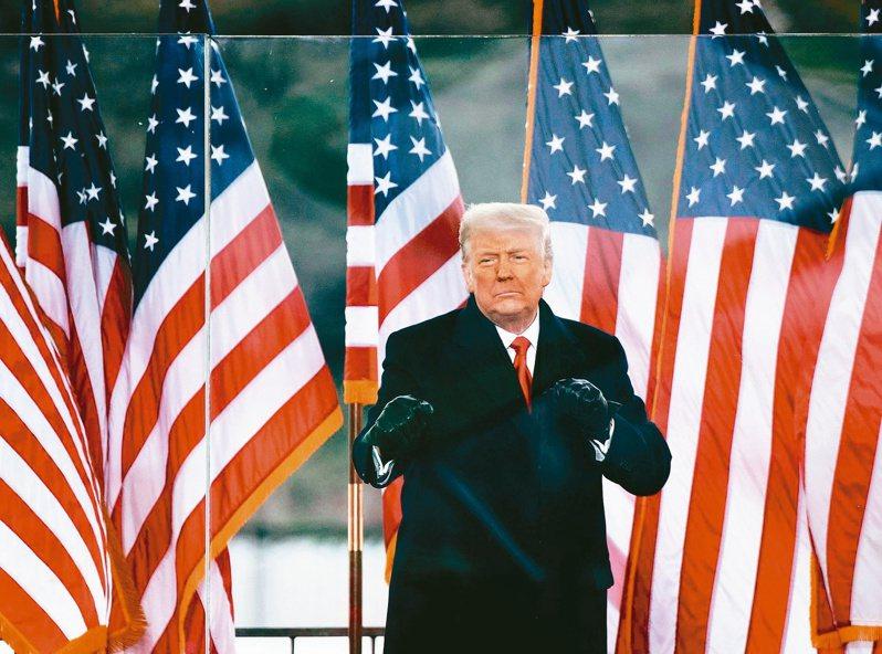 本月六日時任美國總統的川普在白宮附近歡迎支持者,後來支持者闖入國會,眾院以煽動暴亂為由對他提出彈劾,參院下月八日開審。(法新社)