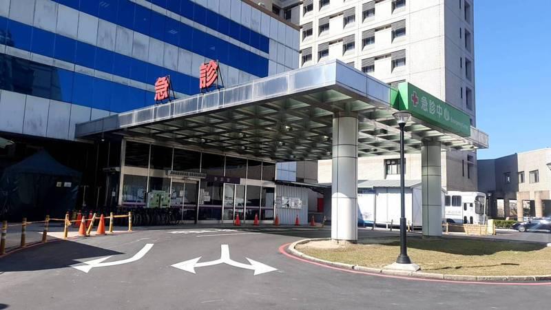 衛生福利部桃園醫院發生群聚感染,至今已累計15人確診。記者陳夢茹/攝影