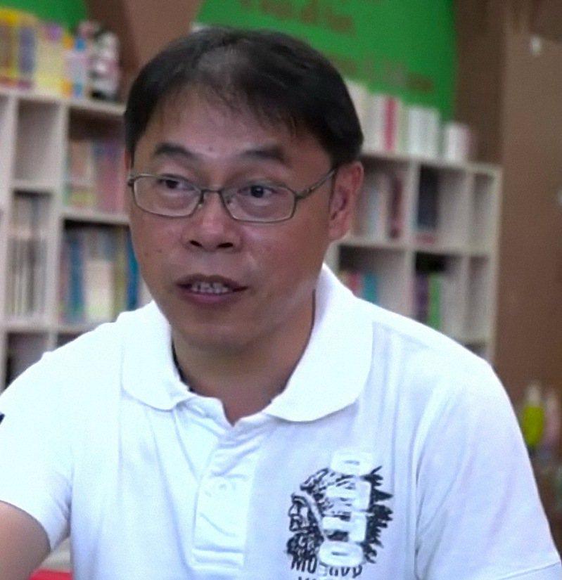 台東縣卑南鄉溫泉國小校長吳正成因婚外情被解職,他認為公務不宜以私德為評判標準。圖/讀者提供